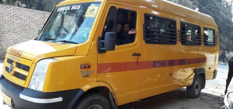 Nieuwe schoolbus voor Buddha's Smile School!