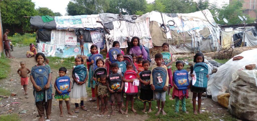 Kinderen in leefgemeenschap (van tenten)